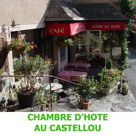 Dans le village médiéval de Conques, passage obligé des pèlerins du Saint Jacques de Compostelle, la chambre d'hôte Au Castellou est une halte appréciée.
