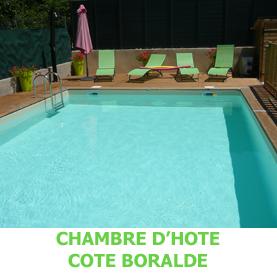 Avec sa piscine, la chambre d'hôte Côté Boralde à Saint Chély d'Aubrac est une halte de choix pour les pèlerins en route sur le chemin de Compostelle.