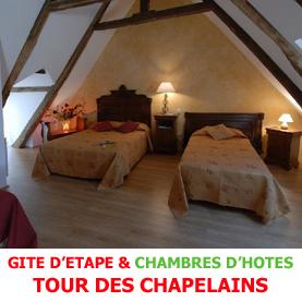 Sur la route du Saint Jacques de Compostelle la tour des Chapelains à Saint Chély d'Aubrac propose aux pèlerins de se restaurer en gite d'étape ou chambres d'hôtes.