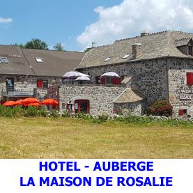 A Montgros, peu avant Nasbinals, la maison de Rosalie héberge les pèlerins du Saint Jacques de Compostelle en quête d'un endroit reposant.